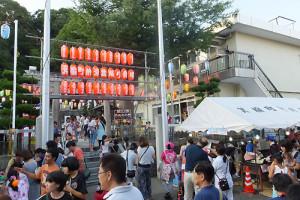 諏訪神社で行われた箕輪町会による夏祭り(2015年7月25日)