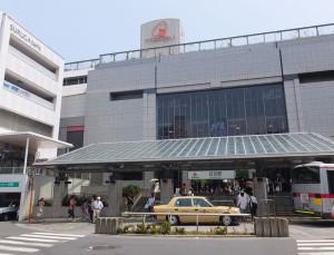 日吉東急の2階にある大戸屋はファミリーレストラン風の店内になっています