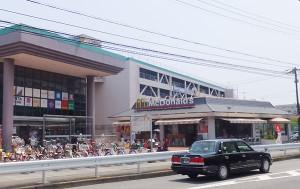 アピタ日吉店の入口付近にあるマクドナルド