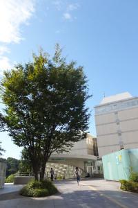 慶応大学内にある地下鉄グリーンラインの日吉駅1番出入口