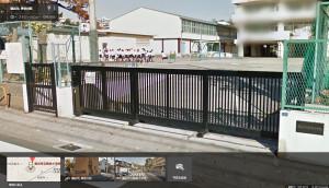 グーグルストリートビューが2012年12月に撮影した体育館の様子(左側)