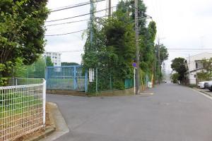 慶應普通部の第二グラウンド付近の様子