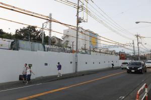 綱島街道から見たコーエーのビル「ジェミニ」(日吉本町1)