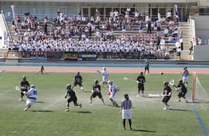 慶應日吉キャンパス陸上競技場で行われた慶應と成蹊大の試合