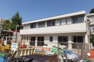 旧「第二園庭」に建てられた増設園舎の完成が迫る