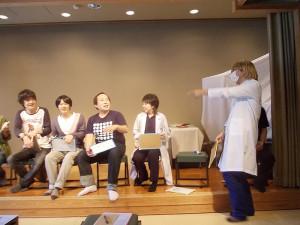綱島地区センターなど綱島でのお笑いライブは、今週末10月3日(土)19時からの公演で77回目を迎える