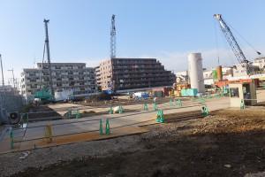 旧ヤマト運輸ビル側の建設地では工事が進んでいる(2015年10月3日撮影)