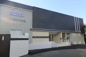 モデルルームの建物は既に完成しており、係員が対応している(2015年10月3日撮影)