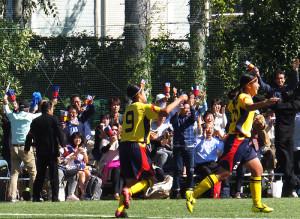 下田グラウンドには160人が詰めかけ、慶應女子サッカーの勝利を後押しした