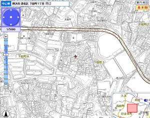 都市計画図では慶應義塾大学の野球場(下田仲町バス停)あたりから現在の道路を離れ直線の新しい道路を整備する計画となっている(横浜市行政地図情報提供システムより)