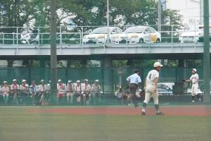 日吉自動車学校の近くにある日大高校の第2グラウンドは、野球部だけでなくアメリカンフットボール部などの運動部と共用する
