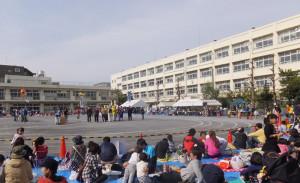 日吉南小は校地面積1万533メートルで834名の児童が通う(写真は箕輪町内会の運動会時)