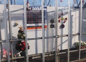 クリスマスの飾り付けが行われた綱島SSTのインフォメーションコーナー