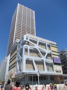 中原図書館がある武蔵小杉駅の上にあるタワーマンション
