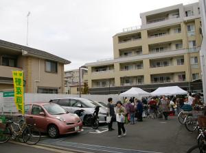 朝市は毎週木曜日の10時からJA日吉の駐車場で行われている