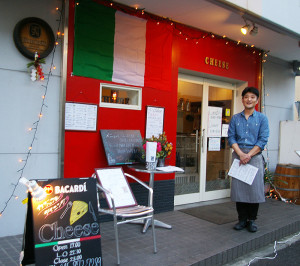 イタリアン中心のカジュアルレストラン「チーズ(Cheese)」は、昨年12月にマンション「ローズコート」の1階にオープン。「ぜひ、ランチのご利用もお待ちしています」とシェフの北野富久さん
