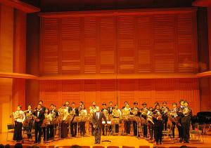 慶應ワグネル・オケのトレーナーで、東京交響楽団のホルン奏者としても活躍中の阪本正彦さん指揮の「ティル・オイレンシュピーゲルの愉快な悪戯(いたずら)」は総勢30名での大合奏!迫力ある演奏に、「ブラボー」の声と大拍手で、メインプログラムは終了しました。内容盛りだくさんのコンサート、本当に有難うございました