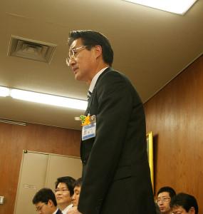 委員会の終了を迎えるにあたり、横山日出夫区長が「これまでの皆さんの議論や、意見に込められた熱い想いを、建設担当や運営担当にしっかりつないで、他区にないより素晴らしいホールを作ってゆきたい」とあいさつ