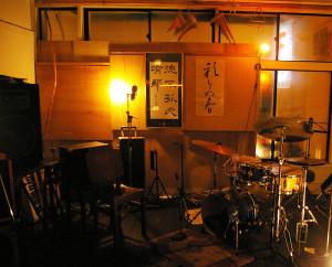 2009年6月のオープンから、マスター&ママと「暦」を刻んできたライブイベントの舞台「CALENDAR CAFE~カレンダーカフェ」