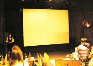 「日吉の映画館」はこの後、ほぼ満席に。いよいよ上映スタートです