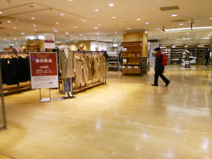 1月17日で改装休業する「無印良品日吉東急店」では店内商品が残り少なくなってきた