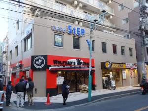 バス通り沿いの「ダイヤモンドビル」では焼肉店と学習塾が相次ぎオープンを予定