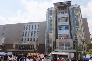 箕輪町2丁目にある日本大学高校・中学校は2000人以上が通う