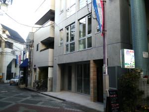 日吉郵便局に近い新しいビルの1階にオープン予定