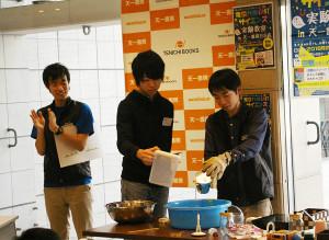 「サイエンス実験教室」スタート!東京大学CASTのメンバーの実験。「大気圧」(たいきあつ)で缶が音をたててペシャンコに