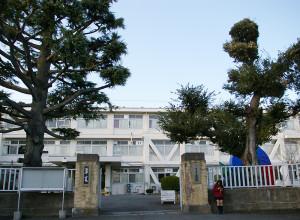 県内有数の公立難関校として知られる「横浜翠嵐(すいらん)」は反町駅から徒歩