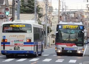 日吉駅と新川崎交通広場を結ぶバスは東急と臨港バスの共同で運行する