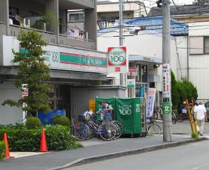 「ローソンストア100」は日吉七郵便局近くにある