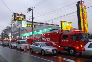 救急車だけでなく、救助隊を乗せた消防車が多数集まり、付近は騒然とした雰囲気だった