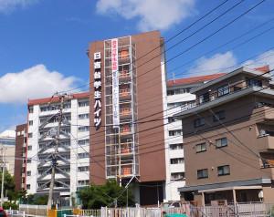 綱島街道から見た「日吉台学生ハイツ」