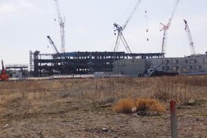日吉側から見た「綱島SST」。手前の空地にアピタ横浜綱島店が建てられる予定