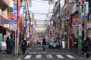 日吉中央通りの駅から離れた「ファミリーマート」交差点までが当日通行止めとなる。街の活性化に、初めてのフリーマーケットがどのように寄与してゆくのかに注目が集まる