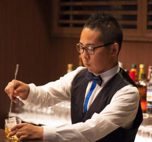 """代表の池田紳一郎さんは東京・六本木の老舗ジャズレストラン「六本木サテンドール」で店長経験があり、「故郷日吉で、音楽に親しめる""""大人の居場所を作りたかった""""とワンダーウォールを開店。「日々、新しい音楽を楽しめる場を」と、営業日は毎日生の演奏を実施している"""