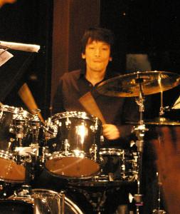 ドラムの中村武史さん