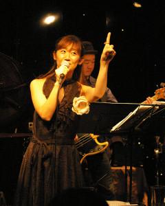 ゲストボーカルの高木知英子さん