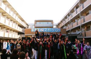 2最後はみんなでソーラン節!慶應の皆さんと地域の皆さんが一つになれる、素晴らしいイベントでした。来年は第10回!どんなイベントになるのでしょう。来年も楽しみに、今度はもっと様々体験したいと思えました。参加された皆さん、本当にありがとうございました!