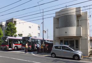 不審者を見かけたら「サンヴァリエ日吉」バス停横の下田交番へ