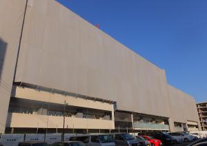 輪郭が見え始めてきた箕輪町2丁目の大型マンション「プラウド日吉」(2016年3月3日撮影)