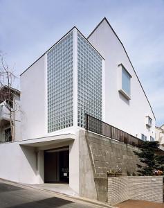 朝倉さんの代表作「日吉台の家」は日吉本町にある