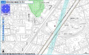 綱島東2丁目の諏訪神社付近の拡幅計画線、水色の線は「相鉄東急直通線」(地下鉄)の計画線(横浜市行政地図情報提供システム「iマッピー」より)