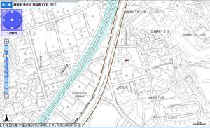 箕輪町2丁目の「日大高校入口交差点」付近の拡幅計画線、水色の線は「相鉄東急直通線」の計画線(横浜市行政地図情報提供システム「iマッピー」より)