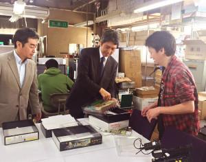 TVKテレビの報道番組で、「城郭模型」の新規事業についての熱い想いを語る二宮博志さん(同社Facebookページより)