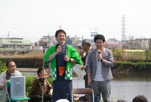 綱島を中心としたライブ活動ももうすぐ100回目を迎えるという「ツナコメ軍団」箸休めサトシさん、乙島山ノブヨシさんによるお笑いステージ。関昭彦さんのギターも披露されました