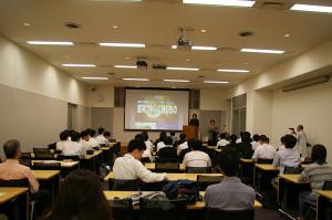 日吉キャンパス・来往舎(らいおうしゃ)のシンポジウムスペースで科学講演会は開かれました