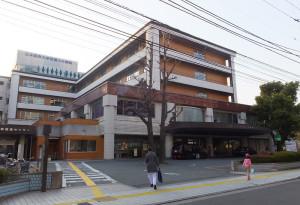 JR武蔵小杉駅北口と新丸子駅の中間地点にある「日本医科大学武蔵小杉病院」