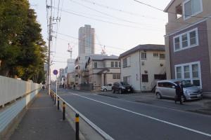 日本医大新丸子キャンパス付近は落ち着いた住宅地となっている
